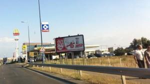 Billboard a reptér közelében,